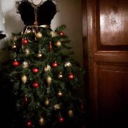 ... décembre arrive à grands pas et les fêtes qui vont avec. Tout le monde  se met dans l ambiance, on voit les décorations et les illuminations  fleurir un ... 9786293073a